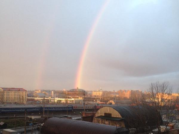 В небе над Петербургом появились две радуги