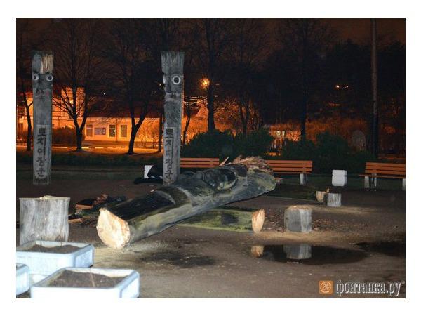 Очевидцы: В парке Сосновка неизвестные спилили идолов Чансын