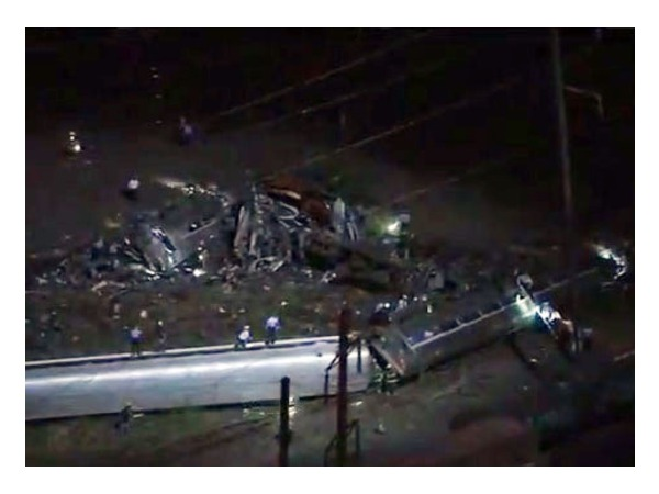 Число пострадавших при крушении поезда в Филадельфии возросло до 130 человек