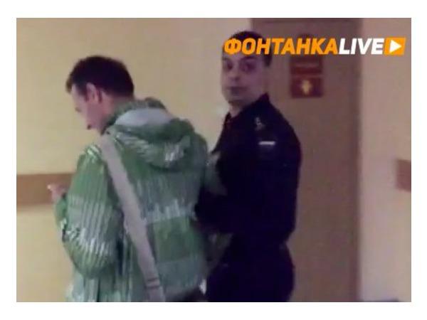 Корреспондентов «Фонтанки» и «Невских новостей» задержали в Смольнинском суде