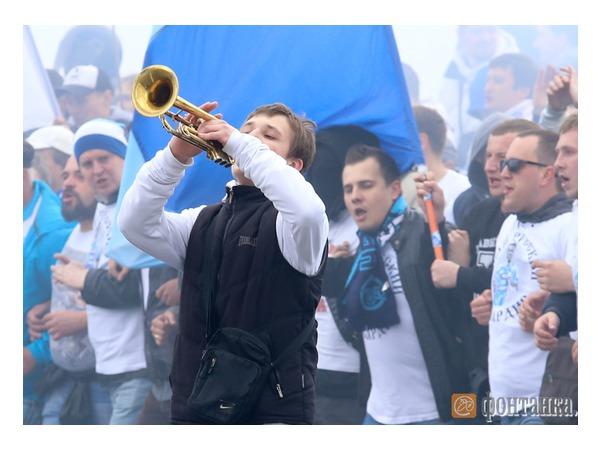 """На Васильевском острове началось шествие болельщиков """"Зенита"""""""