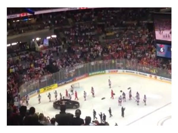 Российские хоккеисты, проиграв в финале ЧМ, покинули лед до исполнения канадского гимна (видео)