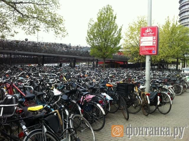 Велопаркинг в Амстердаме