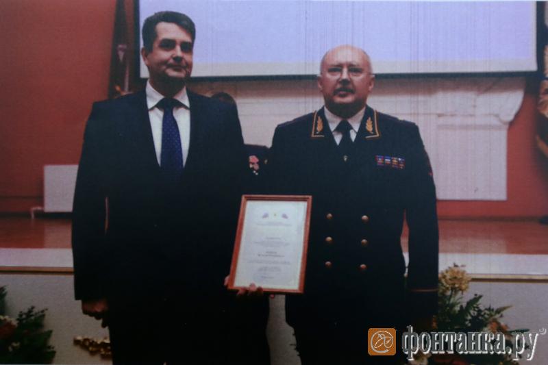18 января 2013 года полпред Николай Винниченко вручает Быкову еще одну почетную грамоту от Полномочного представителя