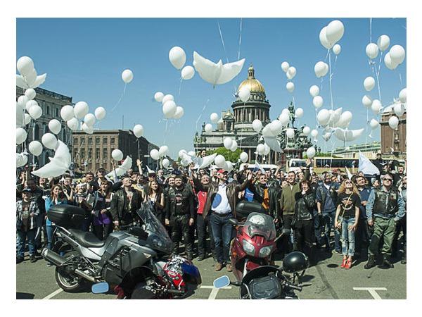 Байкеры прокатили по городу детей из Детского хосписа Санкт-Петербурга