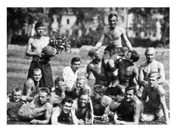 Ленинград не умер - Ленинград играет в футбол