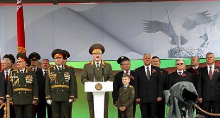 Одиннадцатилетний сын Лукашенко пришел на парад в Минске в форме главнокомандующего (Иллюстрация 1 из 1) (Фото: скриншот с сайта, camarade.biz/)