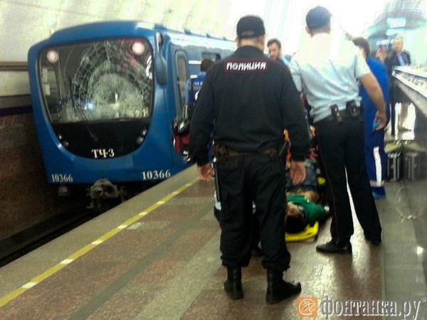 Пассажир прыгнул под поезд на Садовой, но остался жив