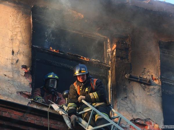 На Красного Курсанта тушили серьезный пожар
