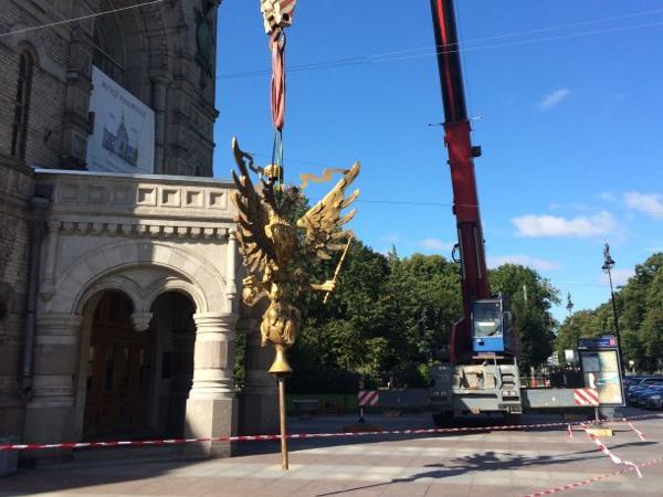 С Суворовского музея сняли золотого орла