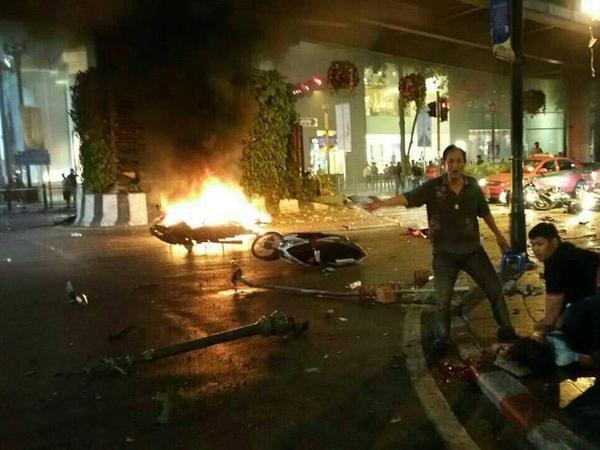 12 человек погибли при взрыве в центре Бангкока