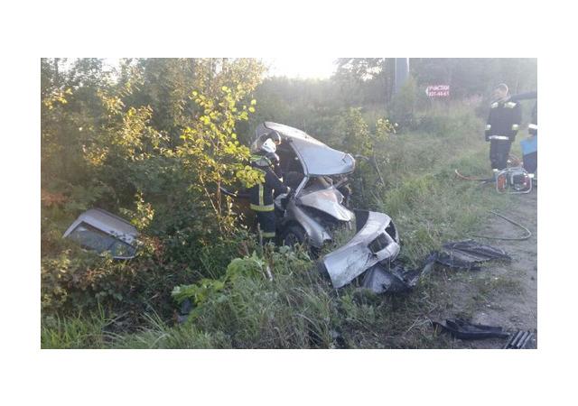 Pajero собрал две машины на «встречке» в Ленобласти, один из водителей погиб