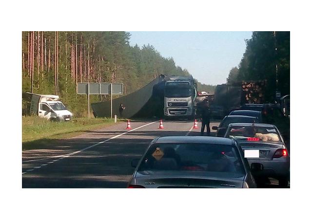ДТП на трассе Вологда - Новая Ладога: столкнулись 6 машин, есть пострадавшие