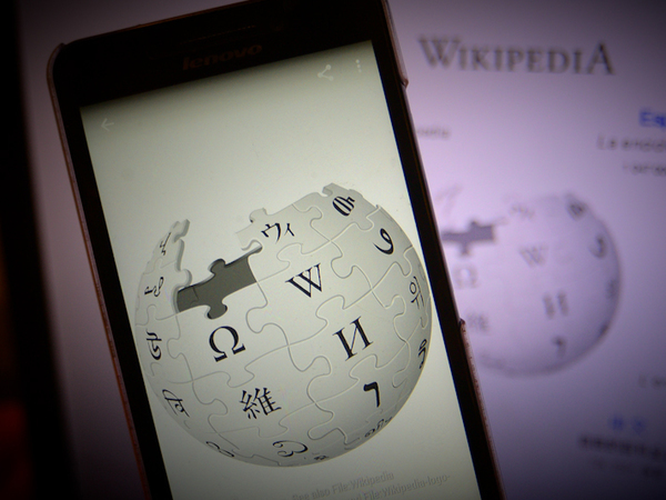 Почему можно отключить Россию, но не «Википедию»