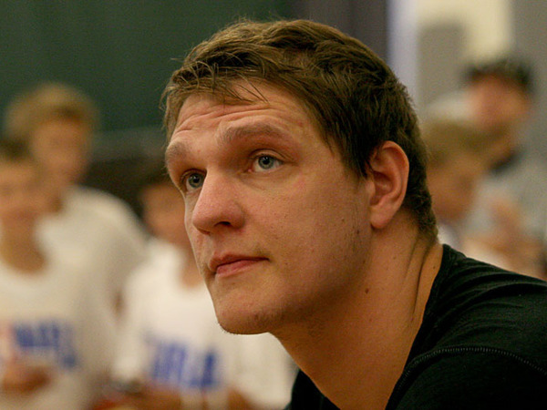 Финалист НБА Мозгов встретился с маленькими баскетболистами в Петербурге