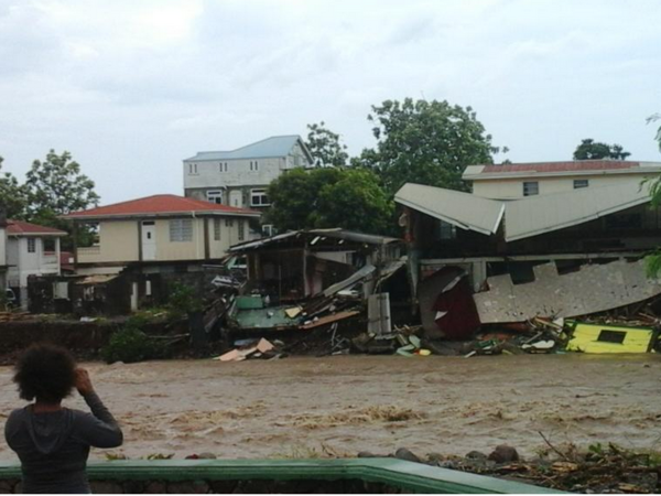 Тропический шторм разрушил карибское государство