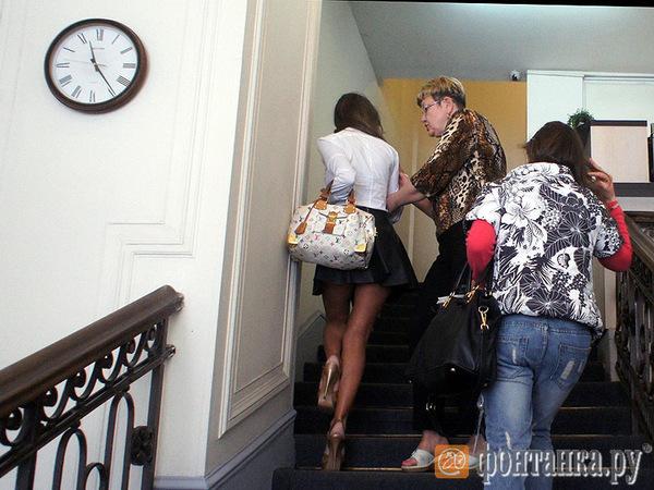 """В офис """"Трайв тура"""" на Невском пытаются прорваться обманутые туристы"""
