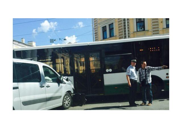 Два городских автобуса подбили – на Садовой и на Науки