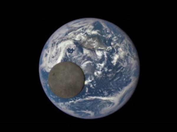 Спутник NASA сделал совместное селфи Луны и Земли