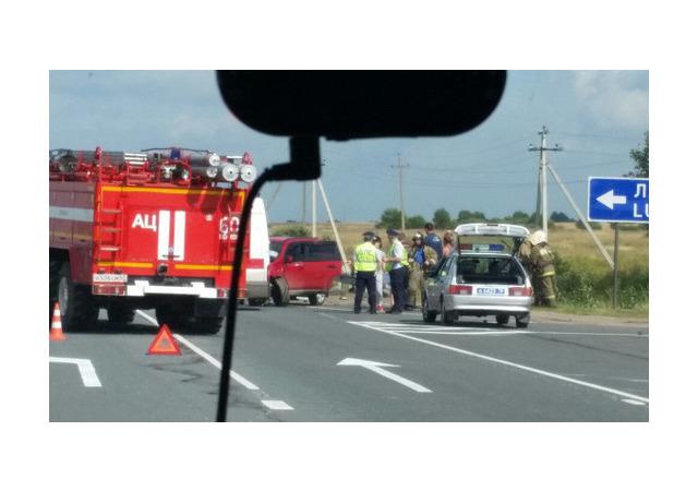 Мурманское шоссе засыпало осколками после ДТП