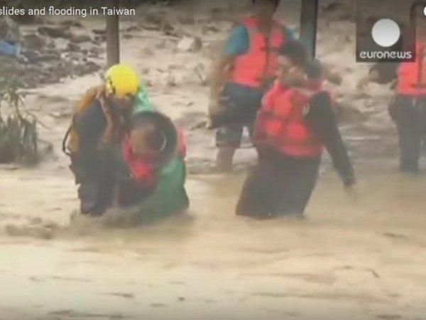 Из-за тайфуна в Китае эвакуировали десятки тысяч людей