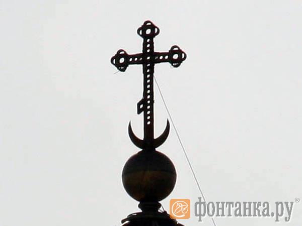 Главный крест Исаакиевского собора лишился аварийного фрагмента