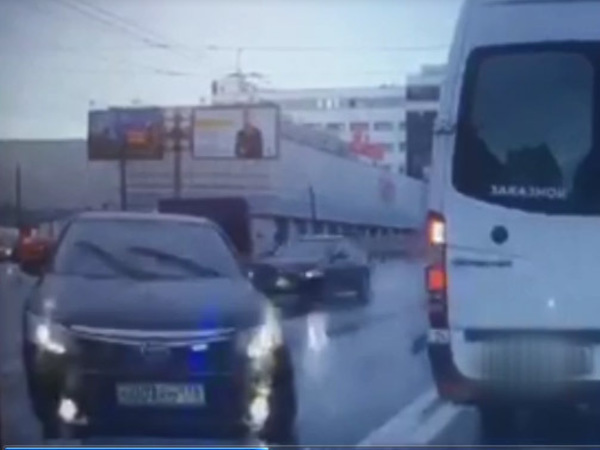 Читатели: Прокурорская Toyota со спецсигналами не первый раз нарушает ПДД