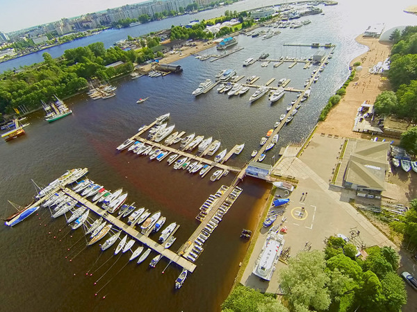 Яхт-клуб «Крестовский» отрывают от берега