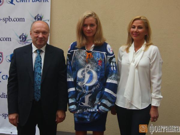 В «Юбилейном» презентовали женскую и мужскую хоккейные команды «Динамо»