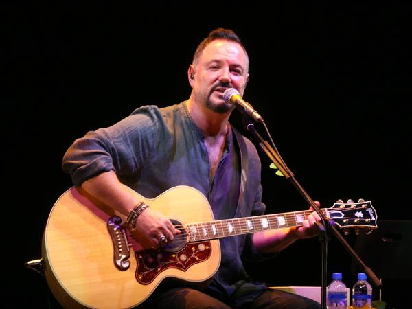 Максим Леонидов дал концерт в помощь детям