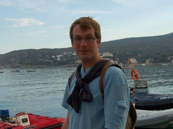Писателю Александру Гарросу срочно требуется помощь