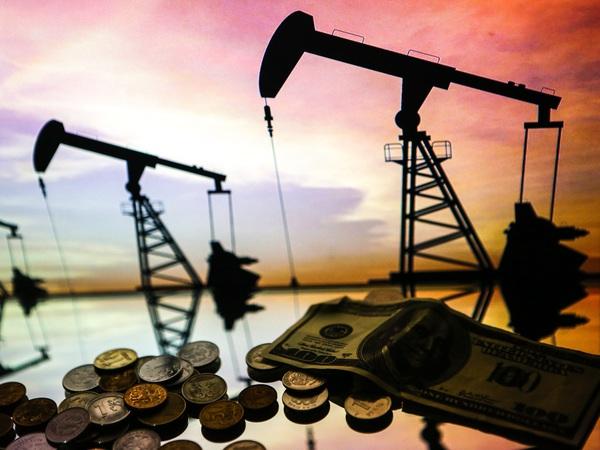Нефть встала рублю поперек