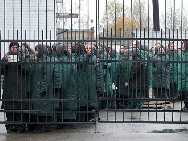 [Фонтанка. Офис]: Как выглядит женская тюрьма изнутри?
