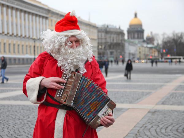 [Фонтанка.Офис]: откуда приходит Дед Мороз и как ему живется со Снегурочкой?