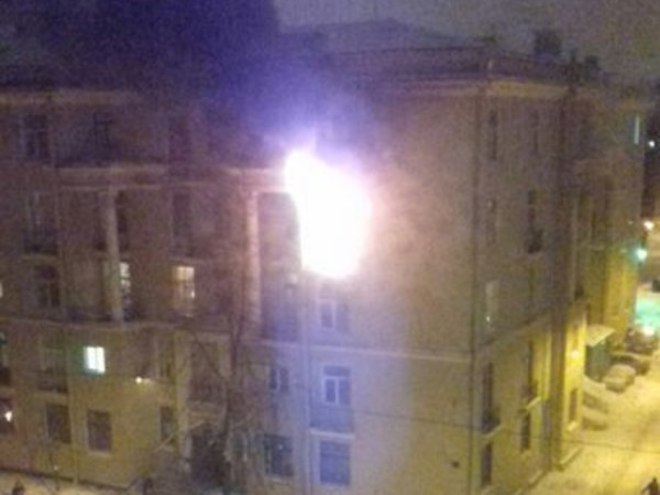 На Стахановцев горит общежитие