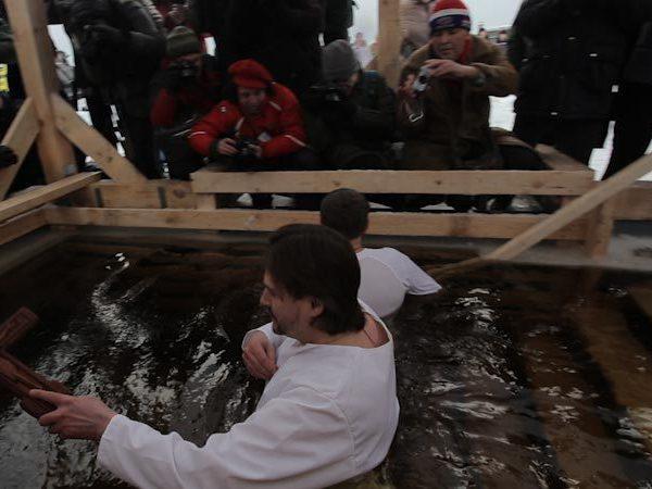 Как моржи и православные поделили проруби у Петропавловки