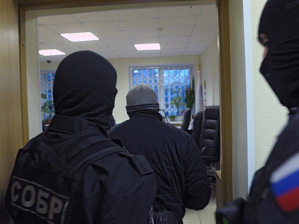 """Ради угонщиков, демпингующих на """"Авито"""", СОБР сломал стену квартиры"""