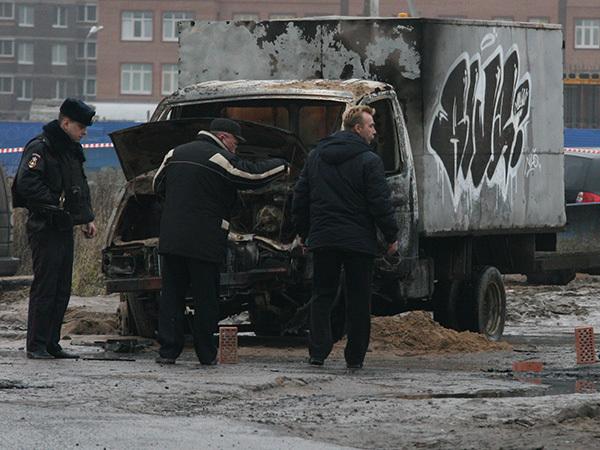 Налетчики, расстрелявшие омоновцев, оставили свой знак - граффити. Полиция готова заплатить автору
