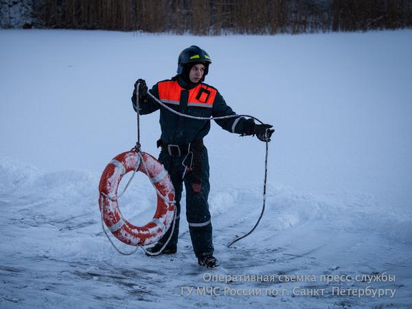 МЧС призывает петербуржцев не выходить на лед, несмотря на мороз