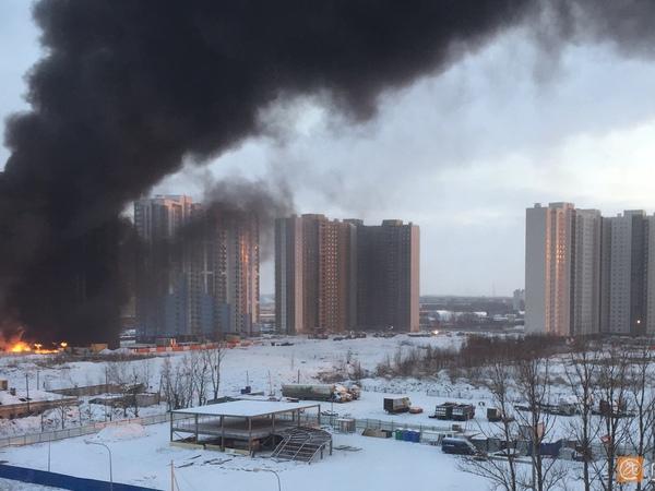 Очевидцы сообщают о пожаре в Купчино