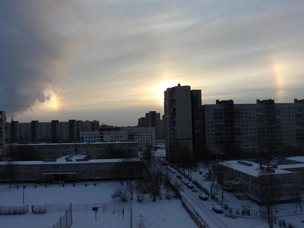 В небе над Петербургом заметили три солнца