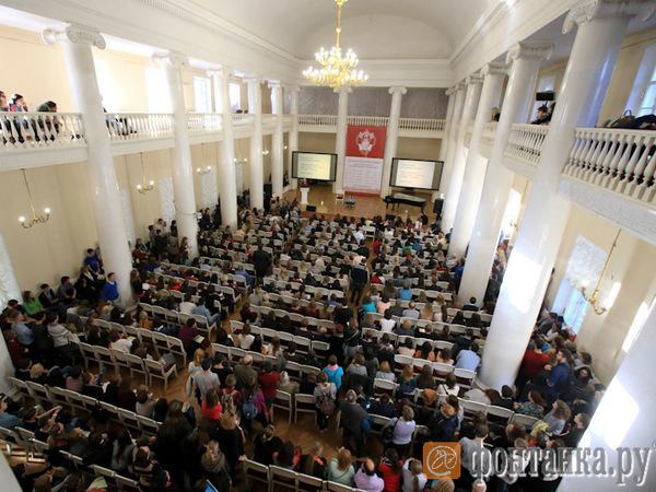 СПбГУ усадил выпускников на лекции