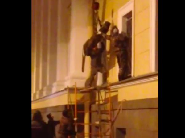 За снятием доски Маннергейма следила полиция