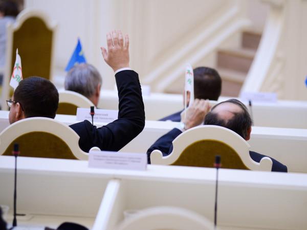 Выборы в ЗакСе скрестят маркиза с паровозом