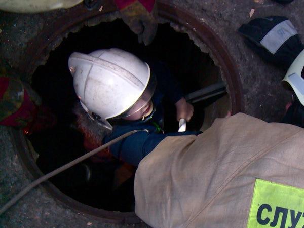 Спасатели вытащили ребенка из 4-метрового коллектора в Архангельске