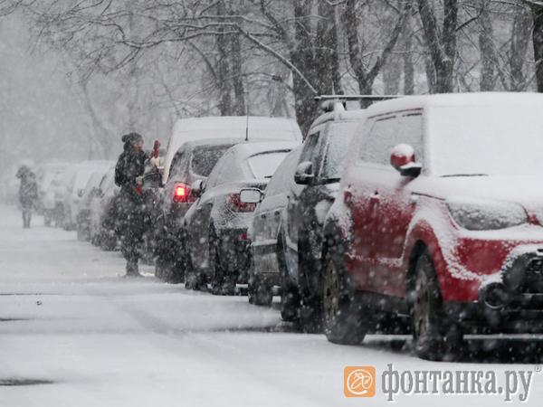 Начавшийся снегопад пока не повлиял на пробки и работу Пулково