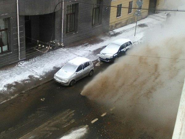 На 5-й Советской улице - фонтан горячей воды
