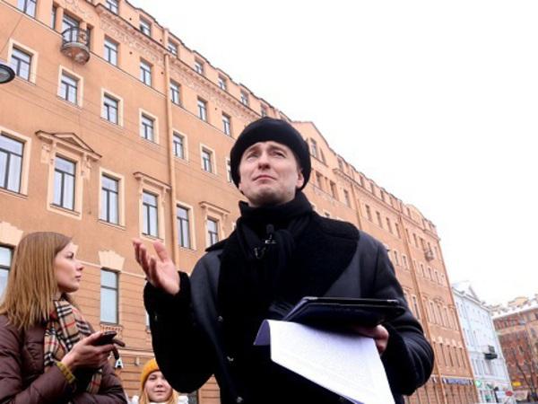 Как Сергей Безруков стал петербургским экскурсоводом