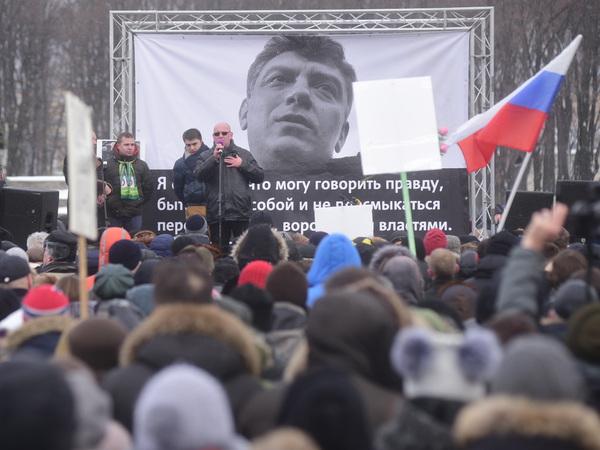 Полиция: Митинг памяти Бориса Немцова на Марсовом поле посетили 2 тысячи человек