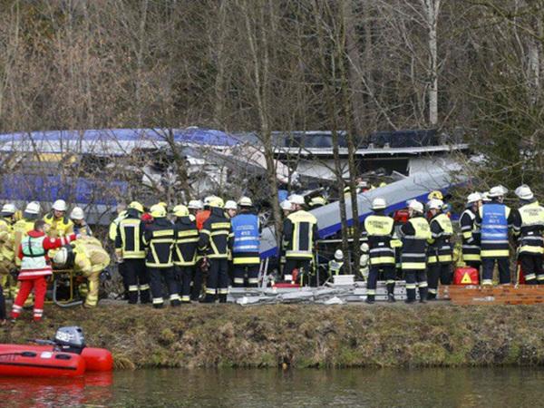 В Германии 150 человек пострадали при столкновении поездов